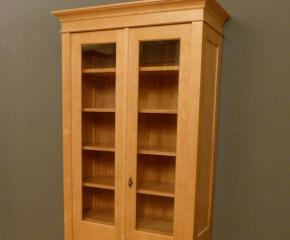 Bücherregal Mit Glastür bücherschrank massivholz 2 glastüren bücherschrank massiv 2