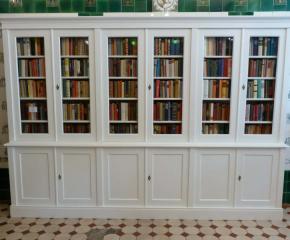 weisser b cherschrank aus massivholz ein b cherschrank mit 12 t ren aus massivholz dreier49. Black Bedroom Furniture Sets. Home Design Ideas