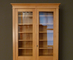 Bücherregal Mit Glastüren bücherschrank massivholz 2 glastüren bücherschrank massiv 2