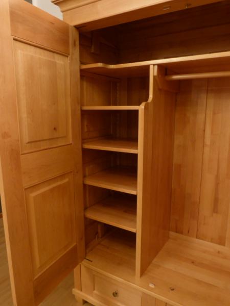 kleiderschrank massivholz 2 t ren kleiderschr nke massiv klassischer kleiderschrank massiv. Black Bedroom Furniture Sets. Home Design Ideas