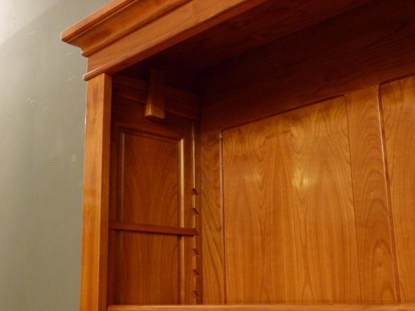 b cherregale nach ma elegantes kirschholzregal mit schublade. Black Bedroom Furniture Sets. Home Design Ideas