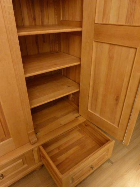 kleiderschrank massivholz 3 t ren gr nderzeit. Black Bedroom Furniture Sets. Home Design Ideas