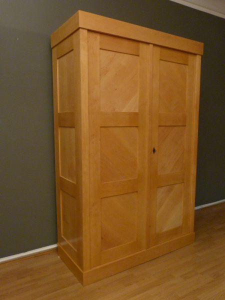 bauhaus kleiderschrank. Black Bedroom Furniture Sets. Home Design Ideas