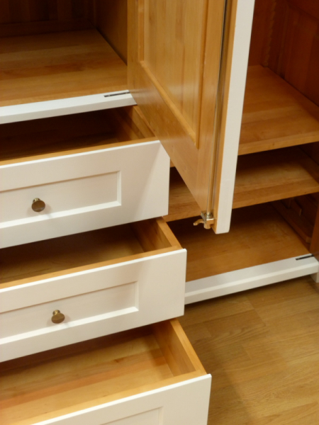 kleiderschrank massivholz 3 t ren kleiderschrank massivholz erle weiss lasiert 3 t ren. Black Bedroom Furniture Sets. Home Design Ideas