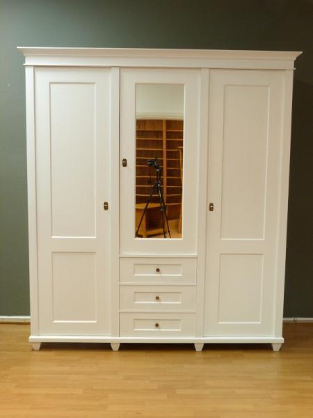 kleiderschrank massivholz weiss 3 t ren kleiderschrank massivholz erle weiss lasiert 3 t ren. Black Bedroom Furniture Sets. Home Design Ideas