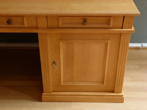 schreibtisch massivholz berlin gro z giger schreibtisch aus massivholz erle massivholz regale. Black Bedroom Furniture Sets. Home Design Ideas
