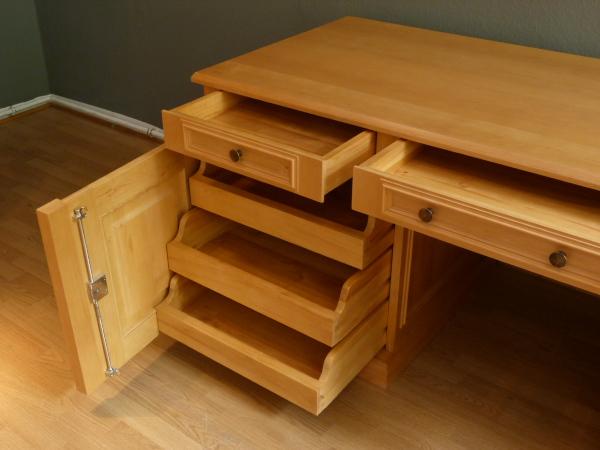 Schreibtisch massivholz berlin gro z giger for Schreibtisch zum zusammenklappen