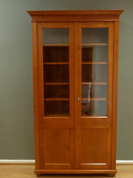 b cherschrank massivholz 2 glast ren zweit riger b cherschrank massiv erle kirsche gebeizt. Black Bedroom Furniture Sets. Home Design Ideas