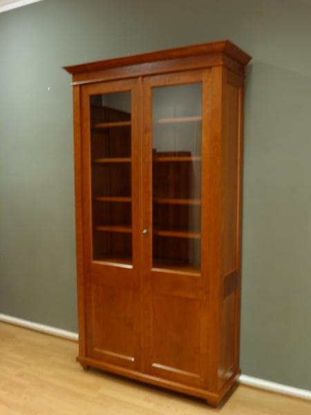 b cherschrank massivholz 2 glast ren zweit riger. Black Bedroom Furniture Sets. Home Design Ideas
