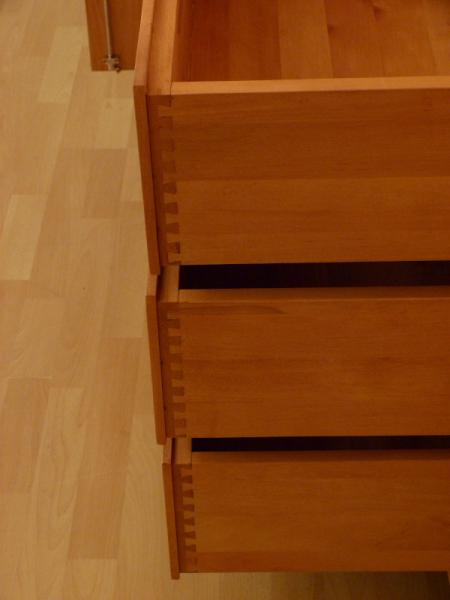 kleiderschrank massivholz 3 t ren kleiderschrank massivholz erle 3 t ren massivholz regale berlin. Black Bedroom Furniture Sets. Home Design Ideas