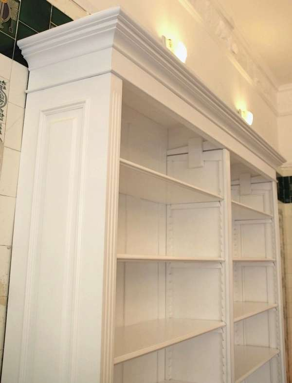 regal in wei lasiert massivholz b cherregal wei. Black Bedroom Furniture Sets. Home Design Ideas