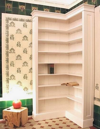 eckregal in wei aus massivholz b cherregal ecke. Black Bedroom Furniture Sets. Home Design Ideas