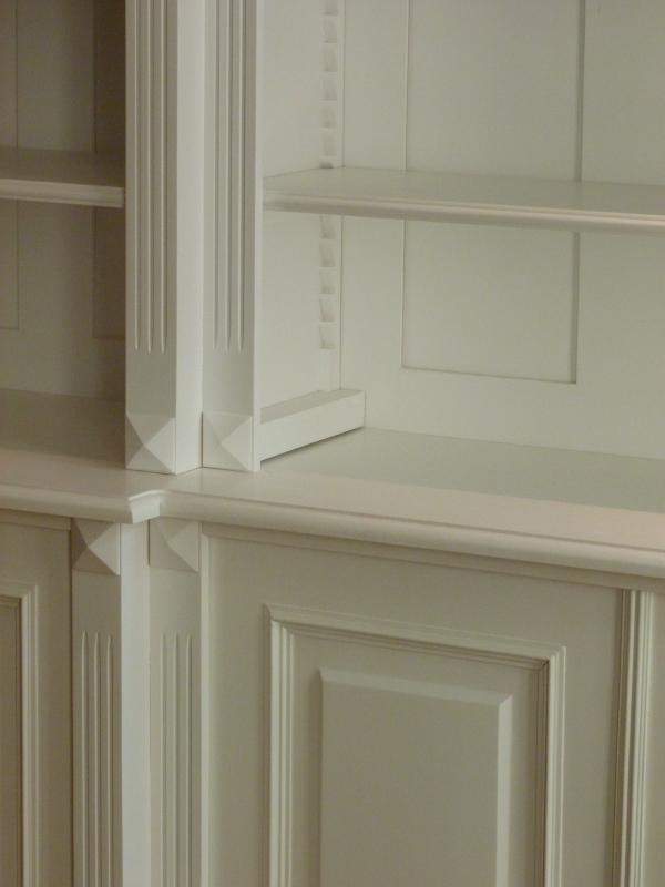Bücherwand in weiß mit 6türigem Schrank, Bücherregal in