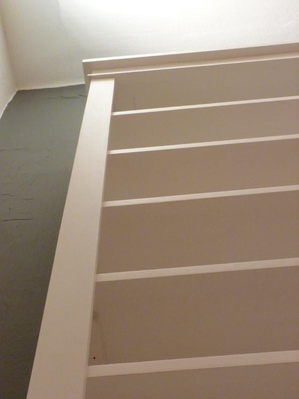 Dekorative Regalwand mit geschlossenem Unterbau, massiv Erle, weiss lasiert  eBay