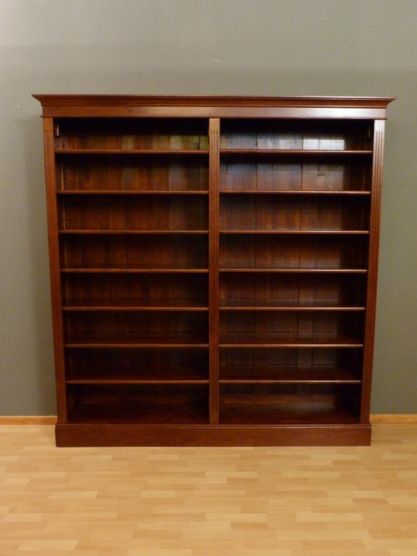 Bücherregal Klassisch klassisches bücherregal massivholz erle im nussbaumton bücherregale