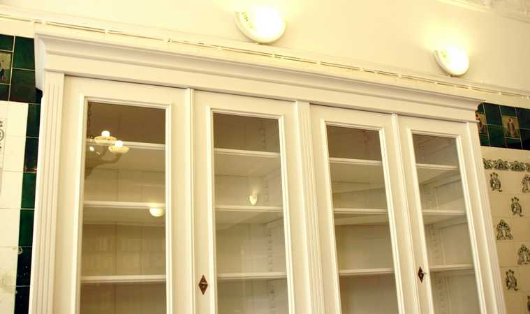 b cherschrank in wei aus massivholz mit glast ren b cherschrank wei glast ren doppler14. Black Bedroom Furniture Sets. Home Design Ideas