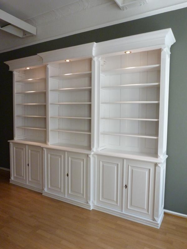 Bücherregal Klassisch bücherwand in weiß mit 6 türigem schrank bücherregal in weiß mit