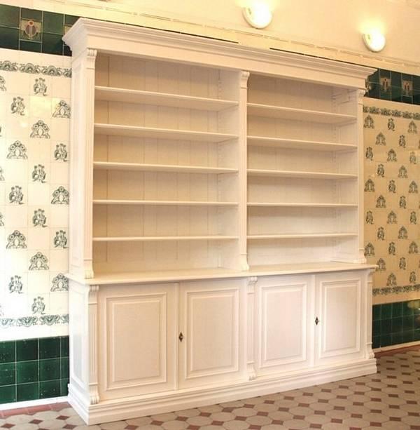 massivholz b cherregal in wei mit t ren b cherregale nach. Black Bedroom Furniture Sets. Home Design Ideas